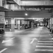 garaje coches estacionados accidente puerta automática