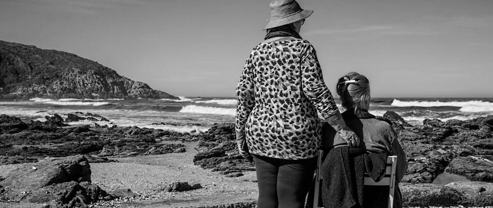 personas mayores mar playa plan de pensiones estafa bueno opción
