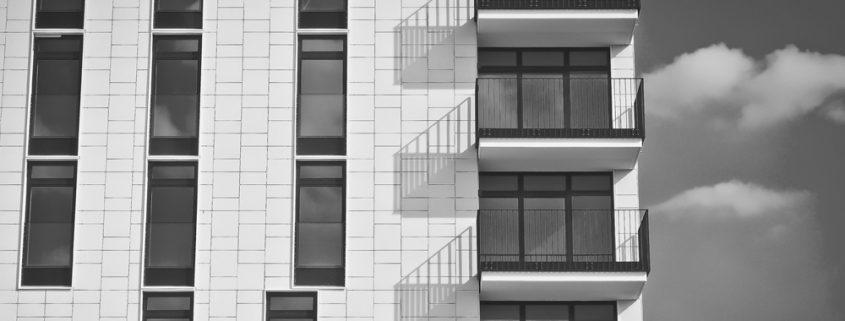 comunidad vecinos seguro edificio hogar ventanas