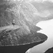 peligro y riesgo seguros montaña río