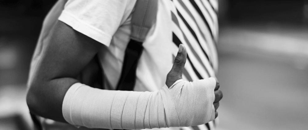 seguro accidentes personales venda brazo lesión