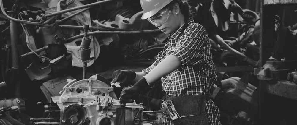 falta de mantenimiento trabajar seguro taller mujer operario