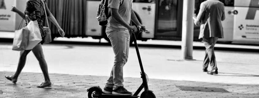 atropello con patinete eléctrico bicicleta accidente peatón circulación